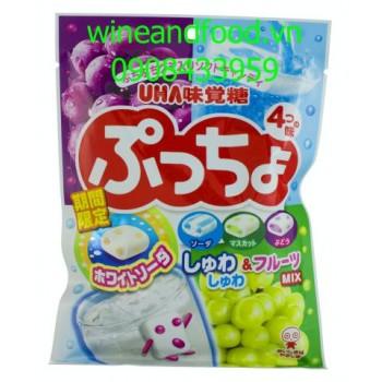 Kẹo mềm trái cây vị nho Uha Nhật Bản 100g