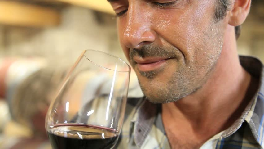 Decanter sẽ làm cho rượu vang dậy mùi hương