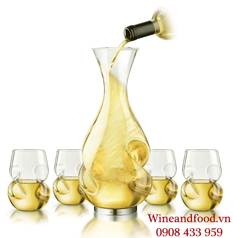 Rượu vang trắng cũng cần được Decanter