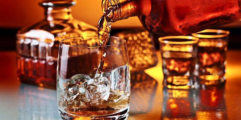 Thưởng thức rượu sẽ thú vị hơn khi đựng chúng trong bình Decanter