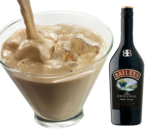 Rượu sữa Baileys với đá