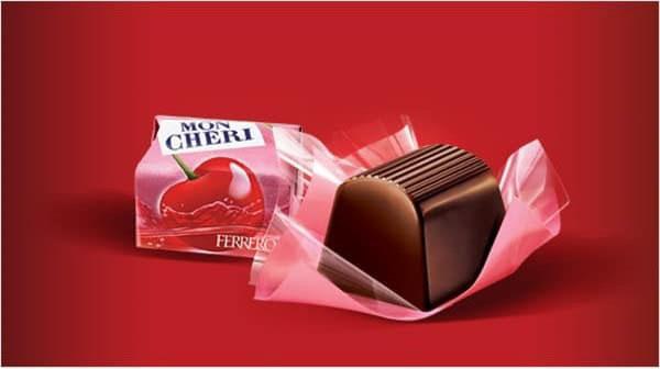 Socola rượu Mon Chéri được gói trong giấy màu đỏ hồng