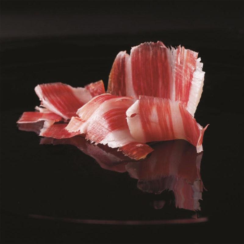 Thịt heo đen Jamon Iberico có mùi thơm đặc trưng của quả Dẻ Sồi Bellota